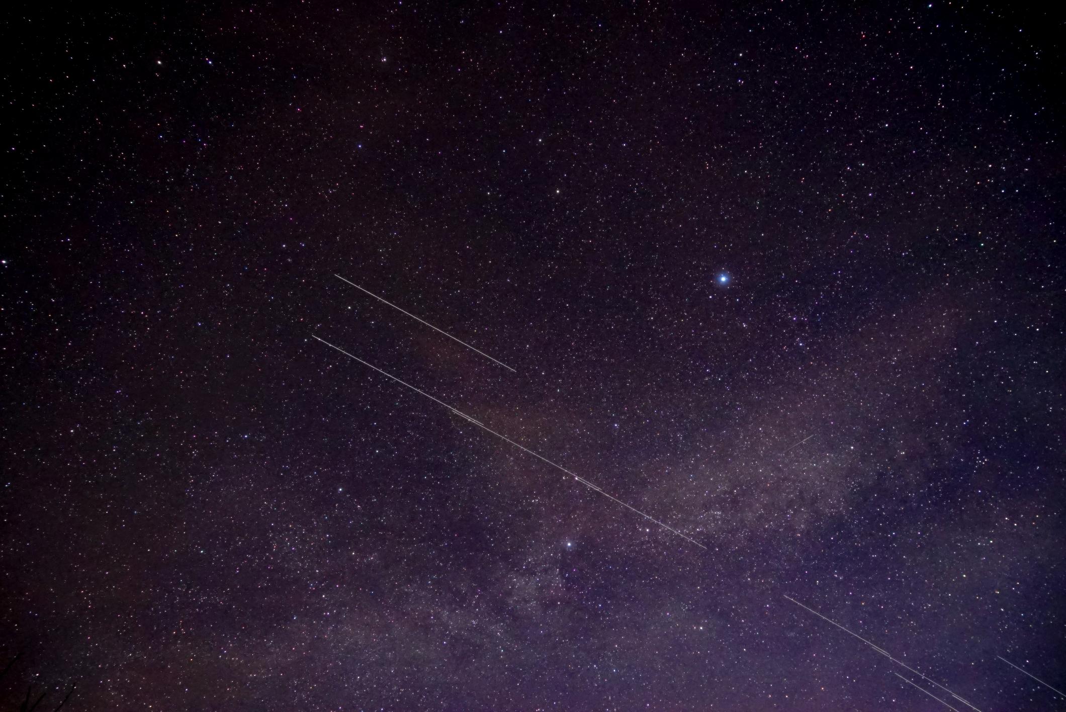 starlink3-aubette-220220-5h26m16-24mmf4b